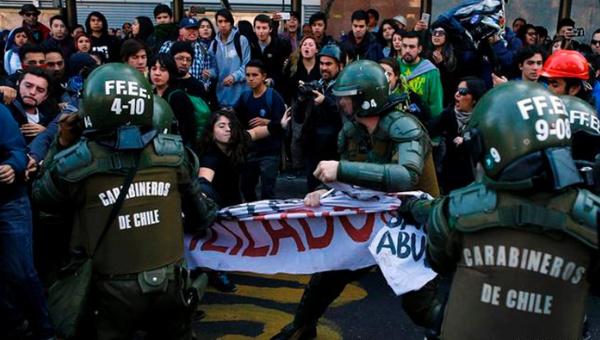Chile: 140 manifestantes detenidos durante marcha estudiantil