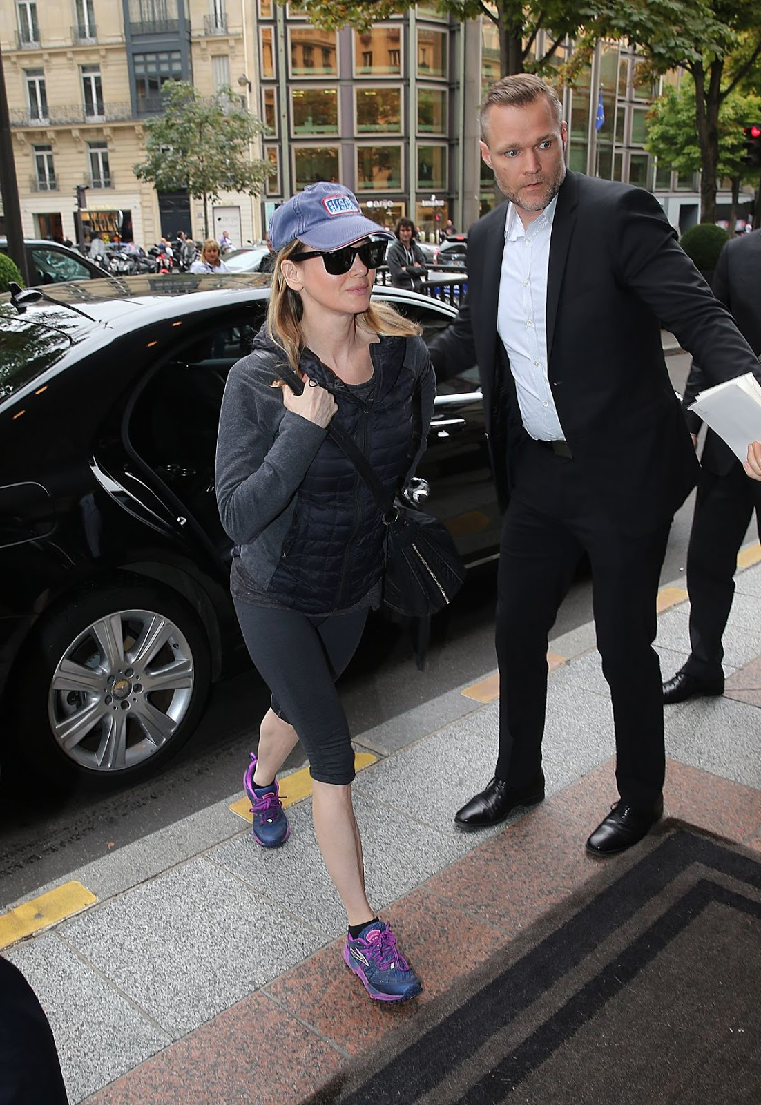 HD Photos & Wallpapers of Renee Zellweger Arrives At Her Hotel In Paris