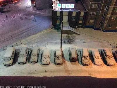 Autos auf Parkplatz im Winter Schneebilder lustig