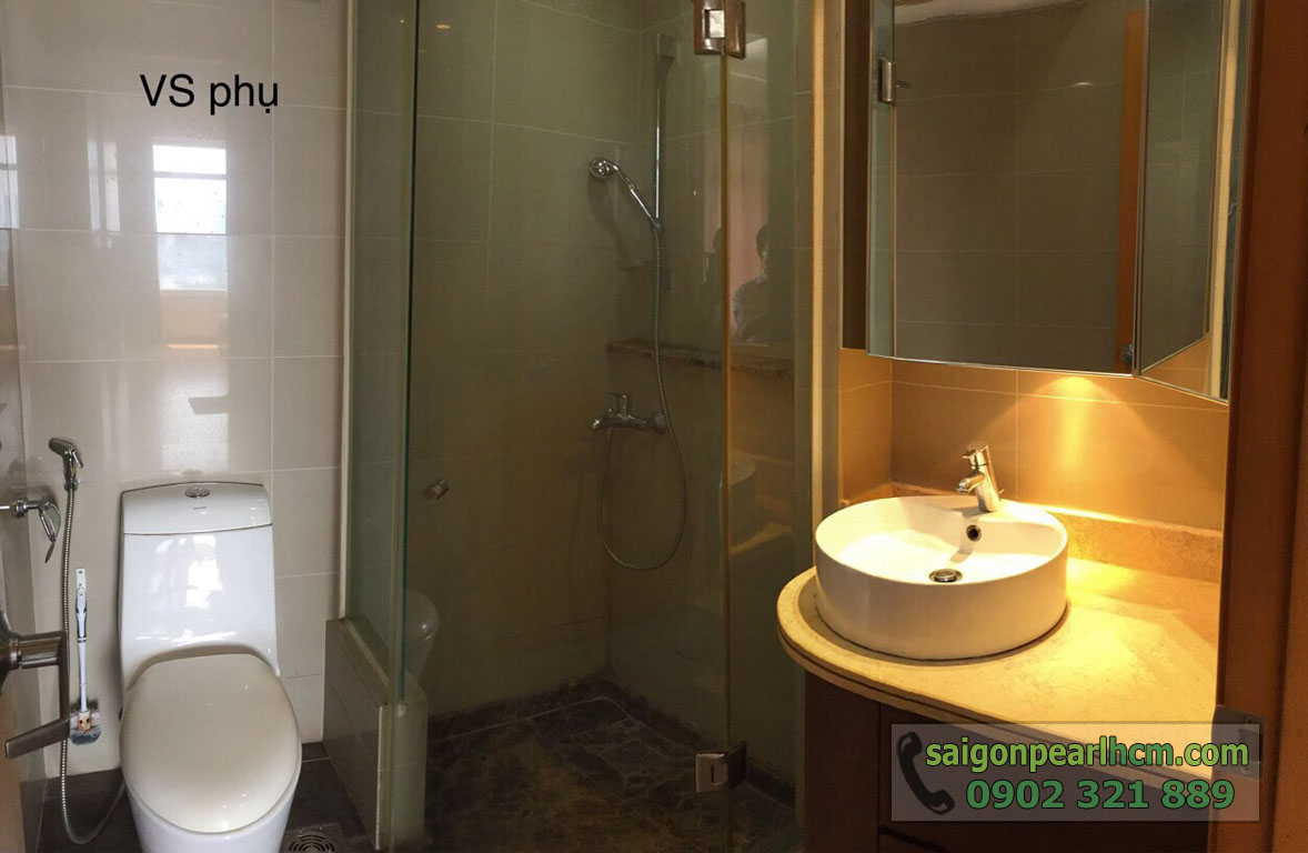 Saigon Pearl Bình Thạnh cho thuê căn hộ 2 phòng ngủ - phòng vệ sinh phụ