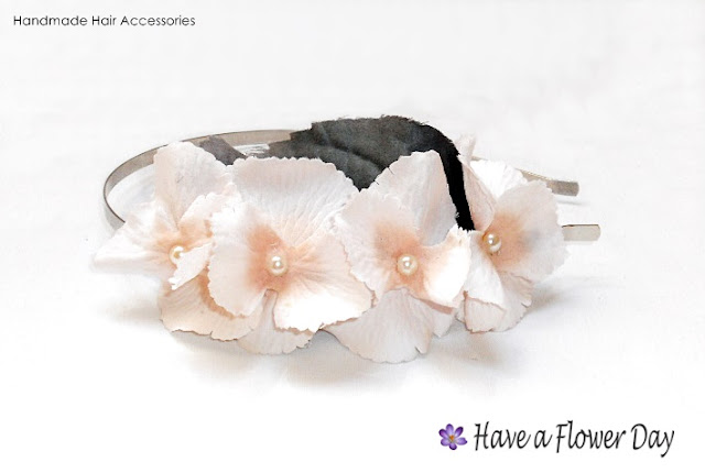 HORTENSIAS.  Diadema con flores · HYDRANGEAS. Headband with flowers