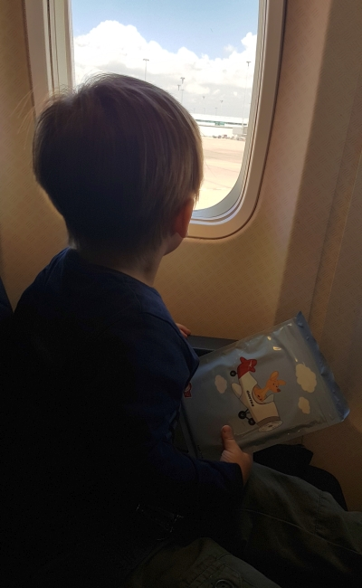 Flying with two toddlers tips: free Qantas activity pack | away from the blue