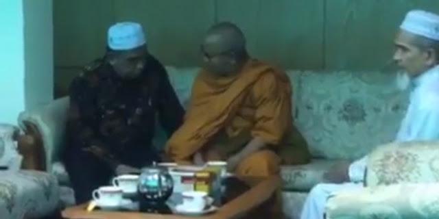 Masya Allah! Bhiksu Pemimpin Budha Thailand Putuskan untuk Bersyahadat