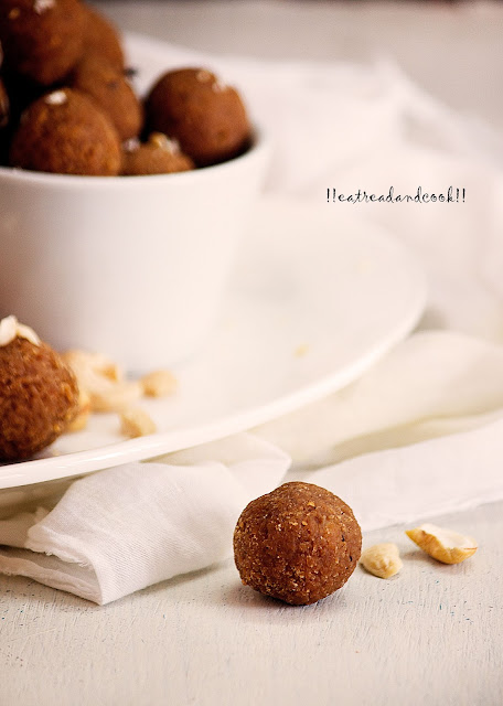 how to make Gur Diye Narkel Naru / Bengali Coconut Laddu with Jaggery recipe and preparation