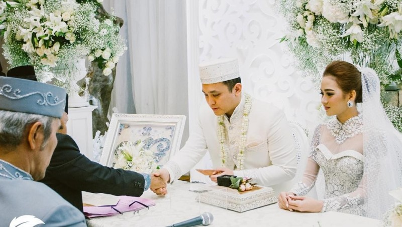 Akad nikah Gilang Dirga dan Adiezty Verza Putri
