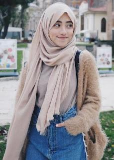 Foto Biodata Shirin Al Athrus Model Iklan Hijab Fresh Halal Body Lotion