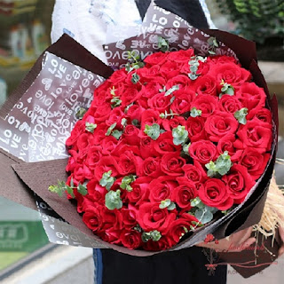 Send 99 red rose bouquet to HCMC