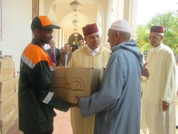 عامل تارودانت يشرف على إعطاء انطلاقة عملية توزيع الدعم الغذائي لفائدة الفقراء والمعوزين في إطار عملية رمضان
