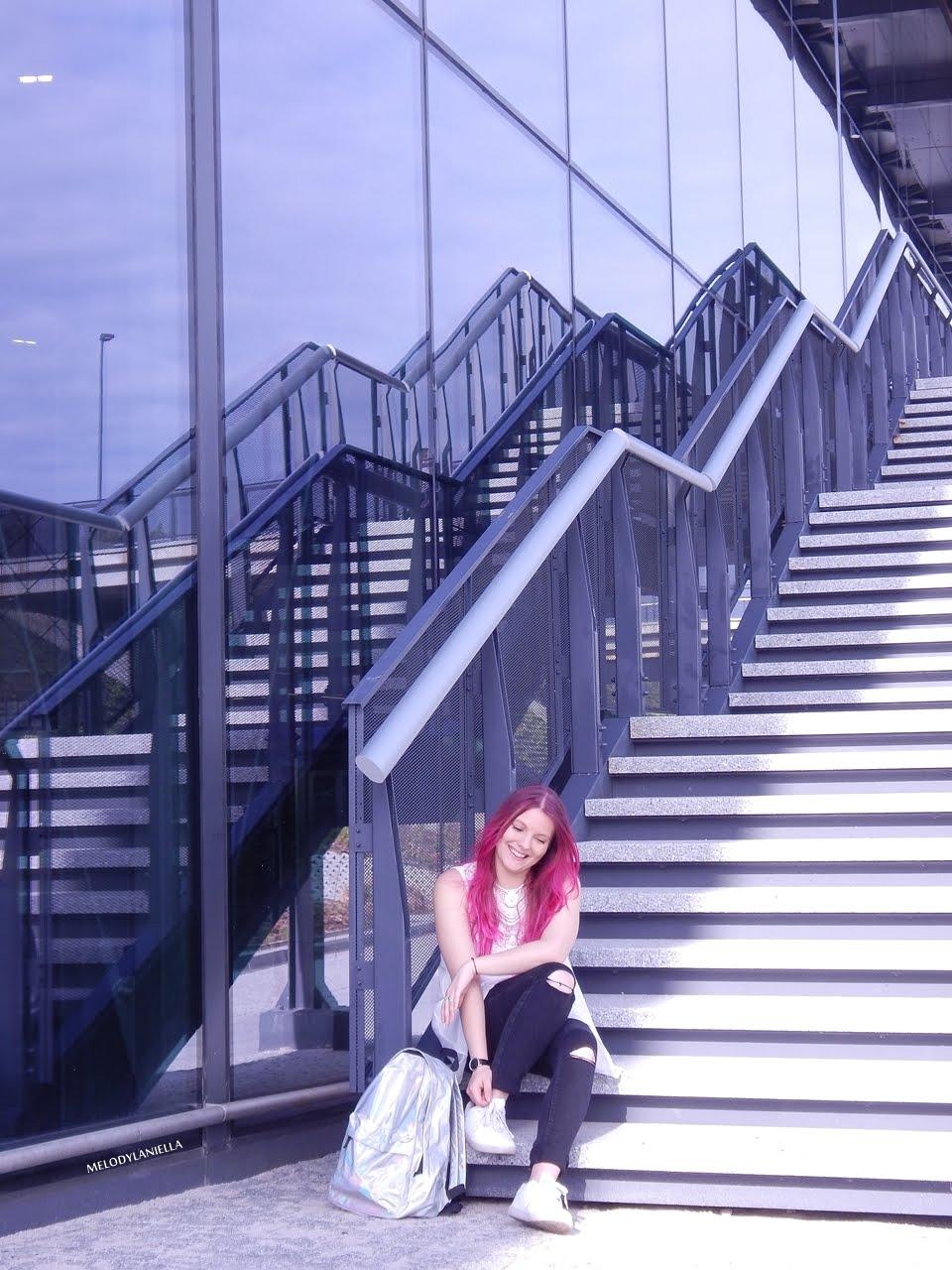 8 holograficzny plecak betterlook.pl farby venita różowe włosy jak pofarbować włosy kolorowe włosy ombre pink hair paul rich watches zegarek czarne jeansy z dziurami modna polka lookbook