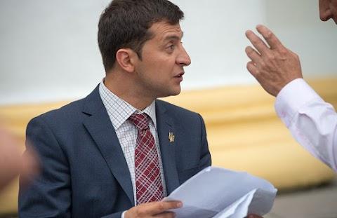 Zelenszkij showmannak nevezte Porosenkót és emlékeztette államfői feladataira
