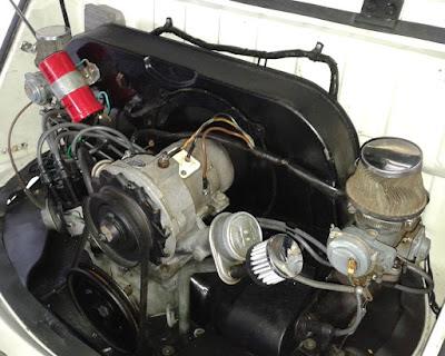 O motor VW boxer 1.6 refrigerado a ar, devidamente revisado, com dupla carburação.