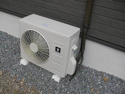 シャープのエアコンの室外機