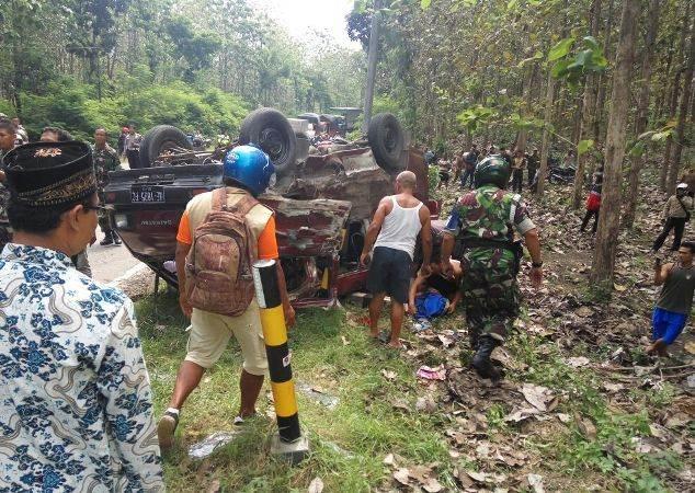 Tabrakan beruntun di Jalur tengkorak Ngawi-Solo, tiga orang tewas dan empat lainnya luka-luka