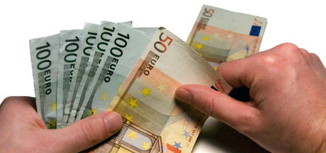 Dinero y contrato de descuento bancario