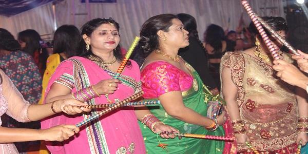 dandiya-garbaa-par-jhooma-thumka-sdm-ne-bhi-kiya-dandiyaa-kaha-lagta-hai-yahi-rajasthan-hai
