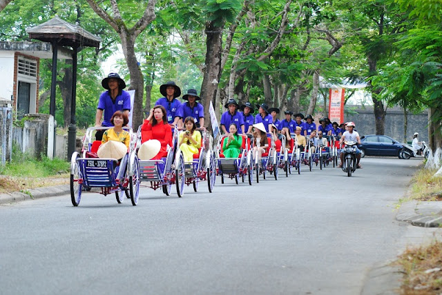 The leisurely sightseeing experience in Hue with Cyclo tour 1