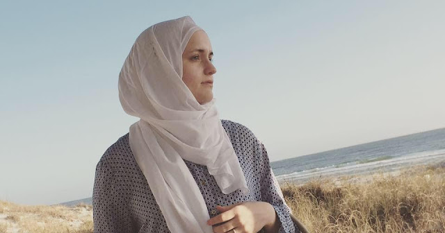 Granddaughter of A Pentecostal Preacher Converts to Islam