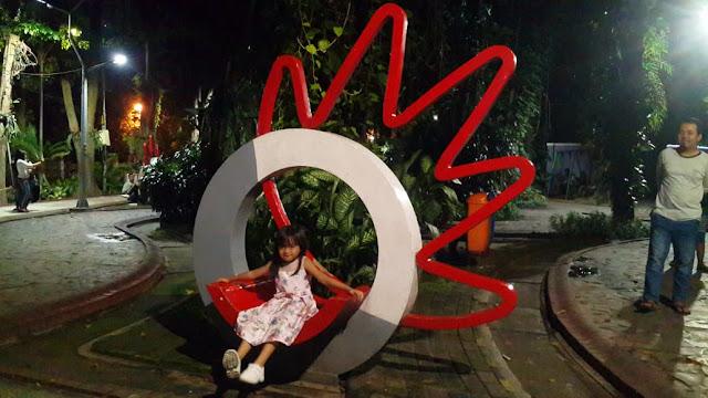 Taman Bungkul adalah taman paling meriah di Surabaya