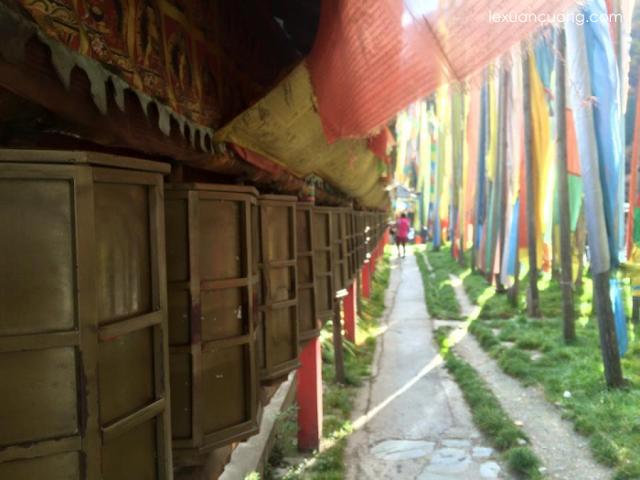 Trong đền thờ của người Tây Tạng.