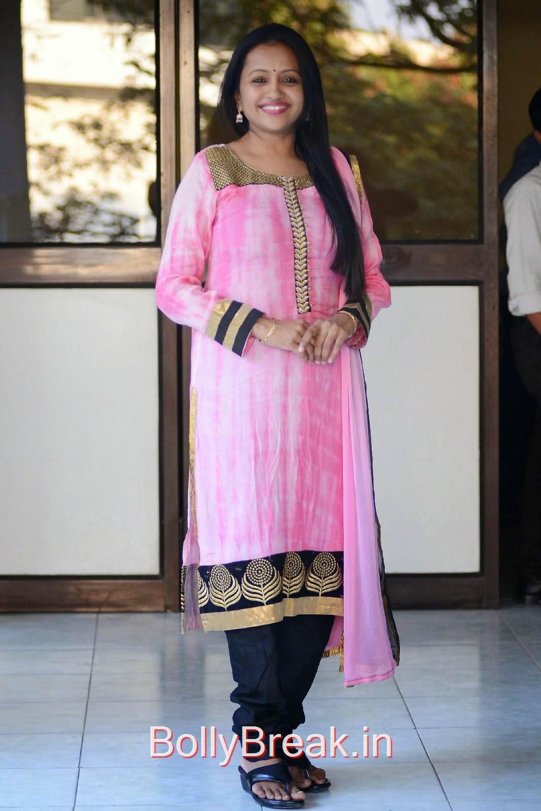Telugu Anchor Suma, Anchor Suma Hot Hd Pics - GAMA Tollywood Music Awards 2015