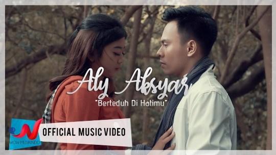 Lagu ini masih berupa single yang didistribusikan oleh label Wow Musikindo Lirik Lagu Aly Aksyar - Berteduh Di Hatimu