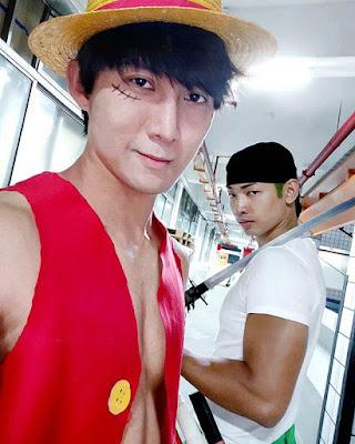 Jaze Phua as Luffy and Douglas Tan as Zoro in One Piece Mirror Run Challenge