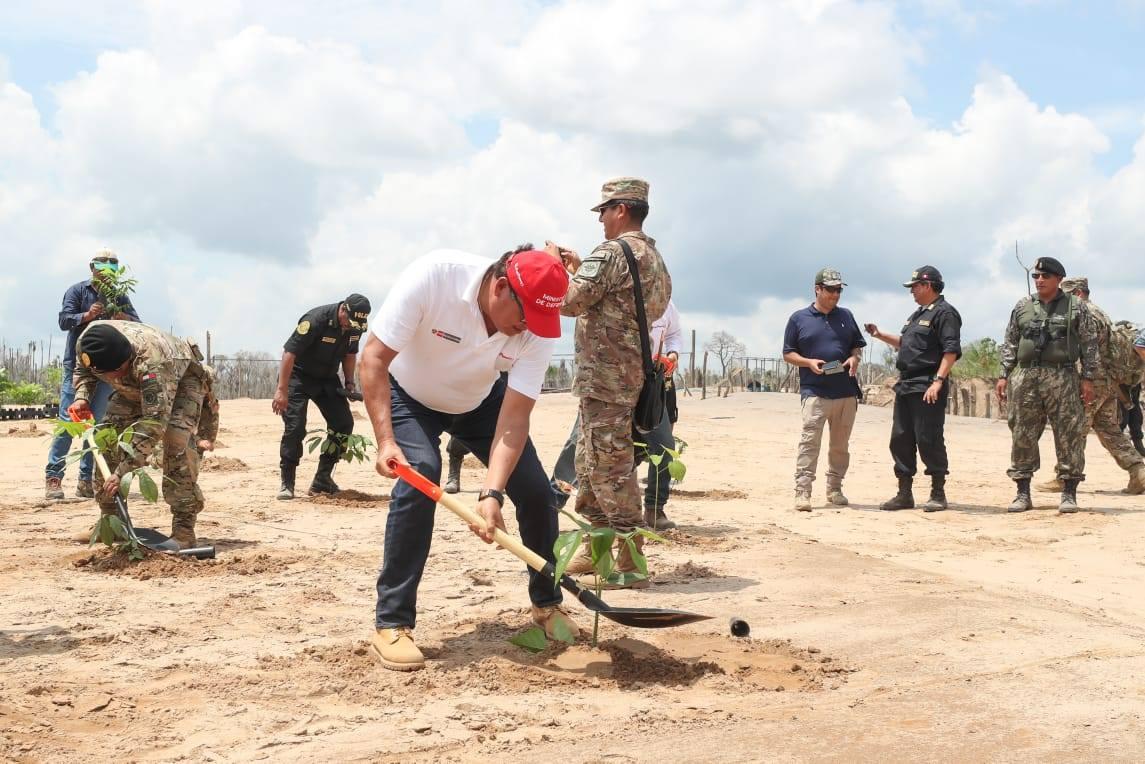 Nuestro Ejército en video  Neutralizar la Minería Ilegal y ... f0abfa57f1e