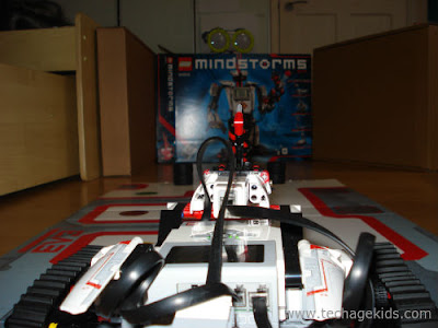 Mindstorms enclosure setup with boxes