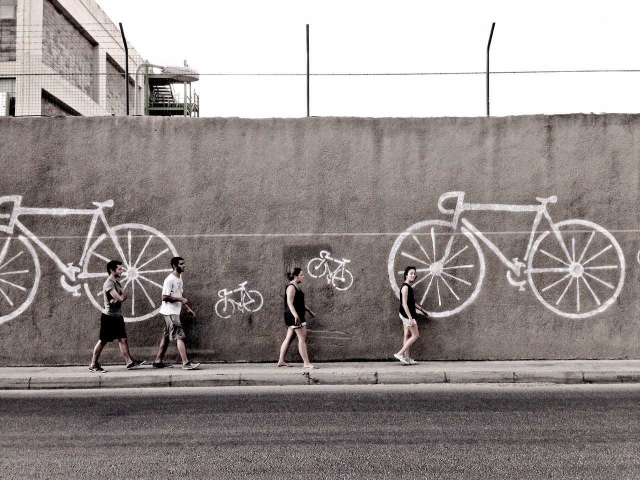 Witty Beirut street art urges you to ride your bike / The Chain Effect / Bananapook