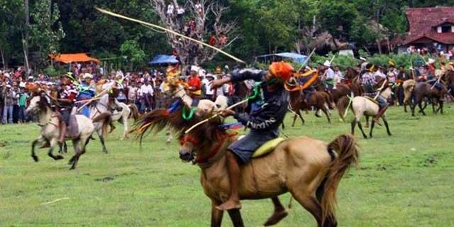 Upacara Tradisional Unik Yang Hanya Ada Di Indonesia