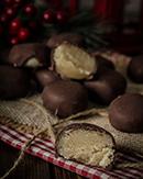 https://lachocolaterapia.blogspot.com/2018/12/mazapanes-cubiertos-de-chocolate.html