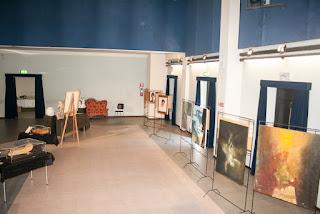vista del lato destro della mostra dal palcoscenico