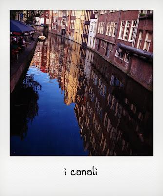 A spasso per i canali di Amsterdam con bambini piccoli