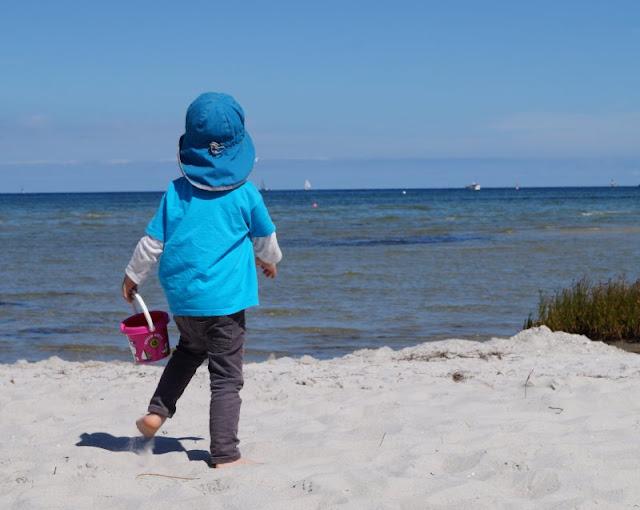 Mit dem Ollo Laufrad die Strandpromenade entlang! Danach tut eine Puase am Strand von Stein gut, der wunderbar kinderfreundlich und bei Familien sehr beliebt ist.