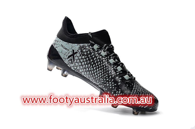 580e26609 The techfit collar and laces of the Vapour Green Adidas X 16.1 football  cleats are black.