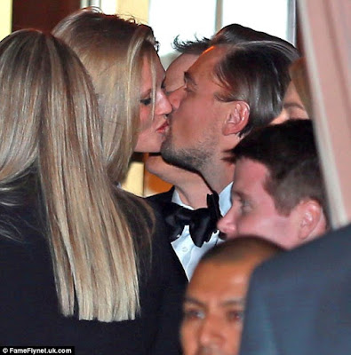 DiCaprio-went-with-girlfriend-caught-on-camera