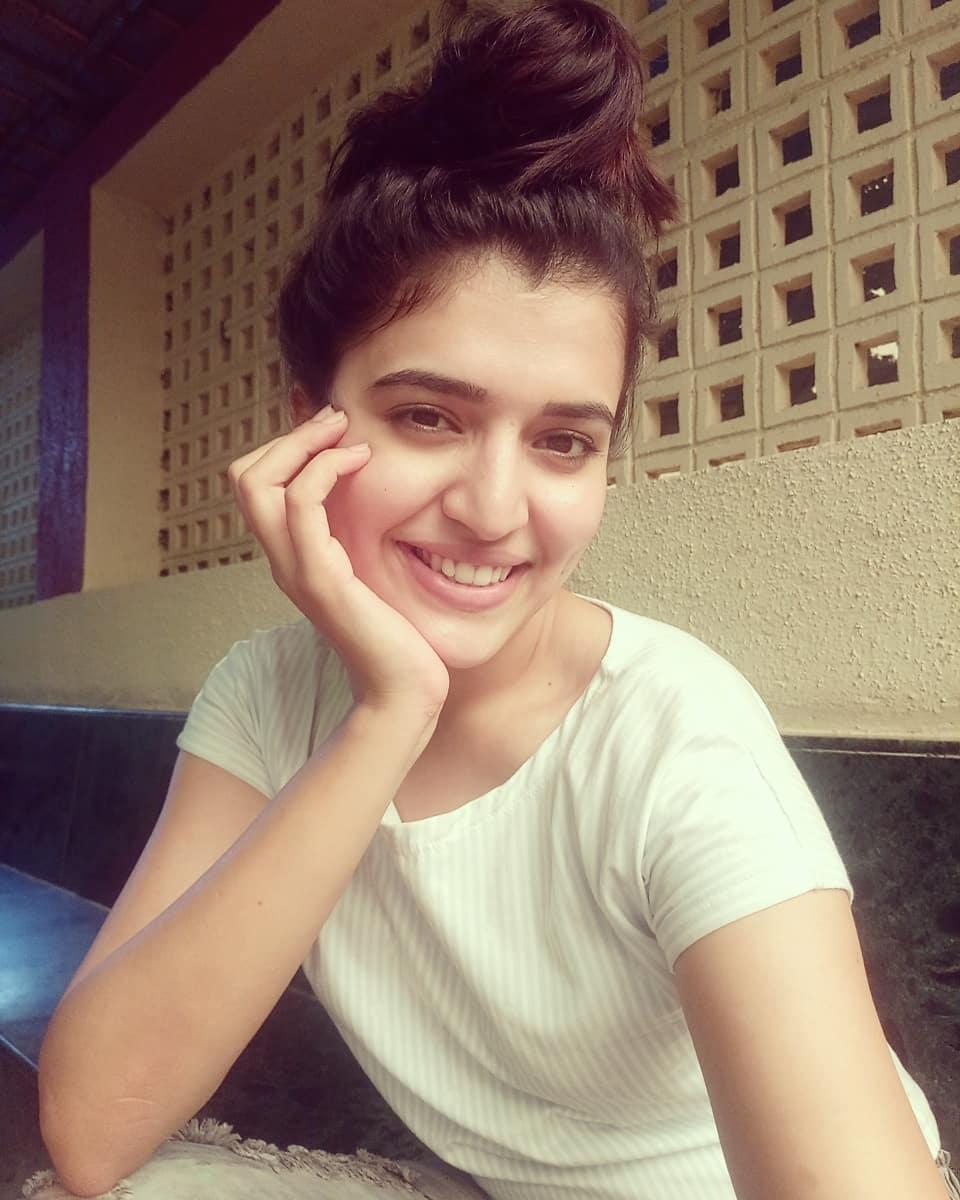 Beautiful Indian Girl Chitra Shukla Cute Photoshoot Gallery