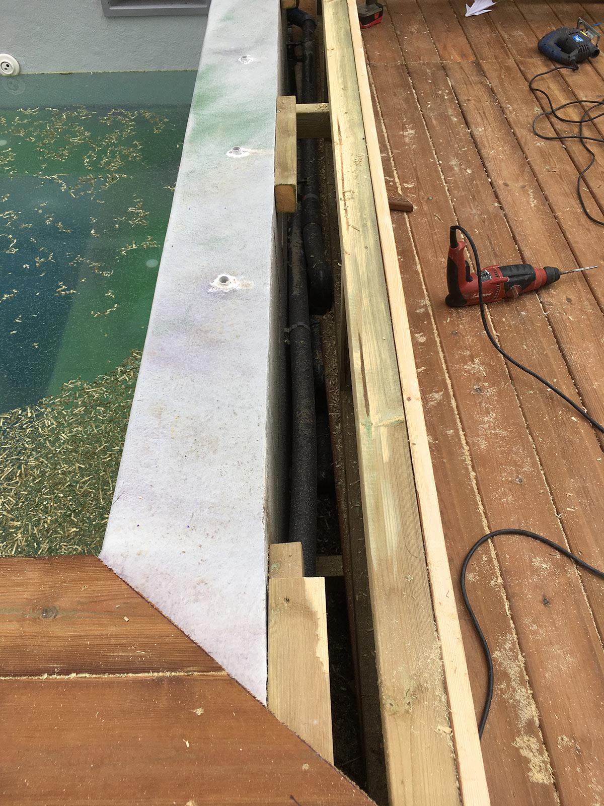 fin de l 39 habillage du spa b ton construction d 39 une petite piscine en b ton quip e spa. Black Bedroom Furniture Sets. Home Design Ideas