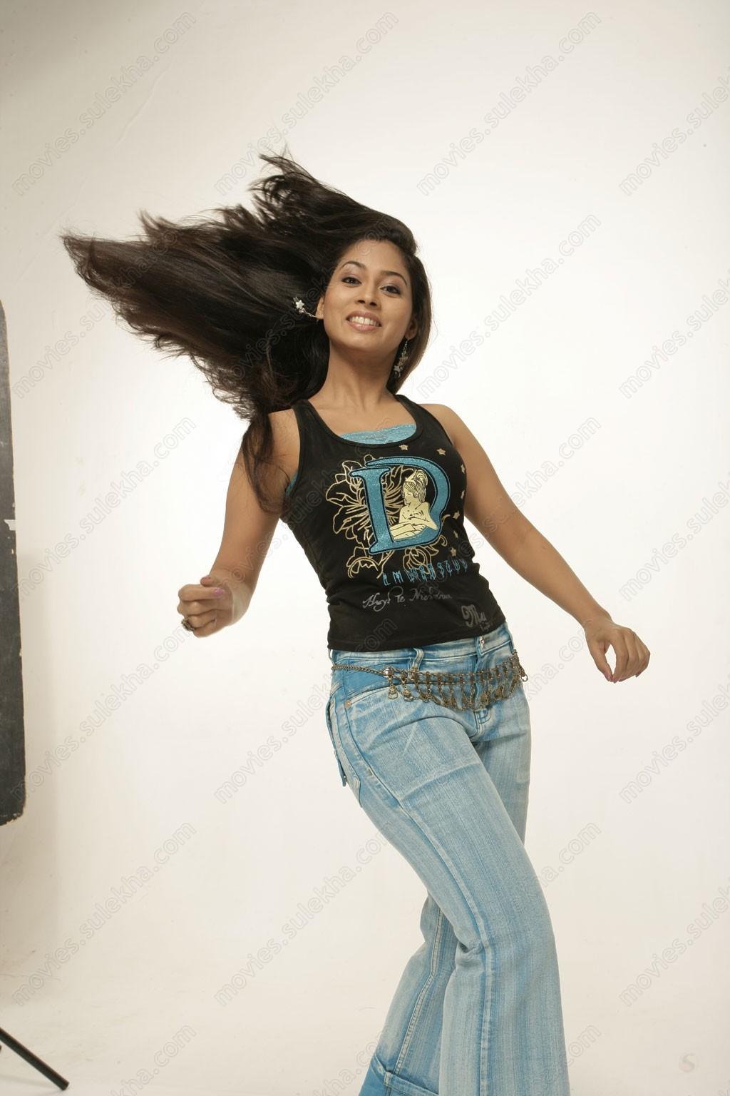Sinhala  Tamil Hot Actress Pooja Umashankar Wallpapers -3617