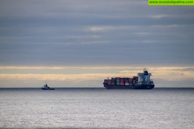 El buque Beatriz B pasa seis horas averiado frente a las costas de La Palma