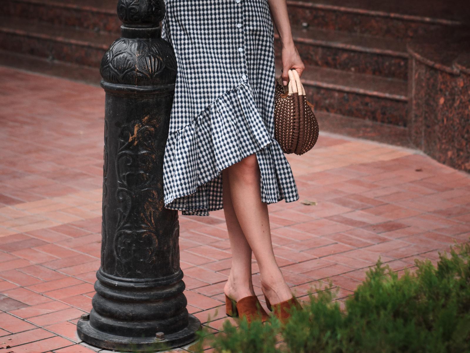 fashion blogger diyorasnotes diyora beta white t-shirt straw hat straw bag statement earrings