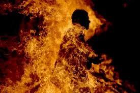 حرق تاكسي جماعي بالقلعة الكبرى : وفاة مرافق السائق