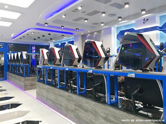 IMG 1230 - 台中大里│吉吉網路生活館-大里店。號稱台中最狂電競網咖,49吋大螢幕讓你身歷其境!