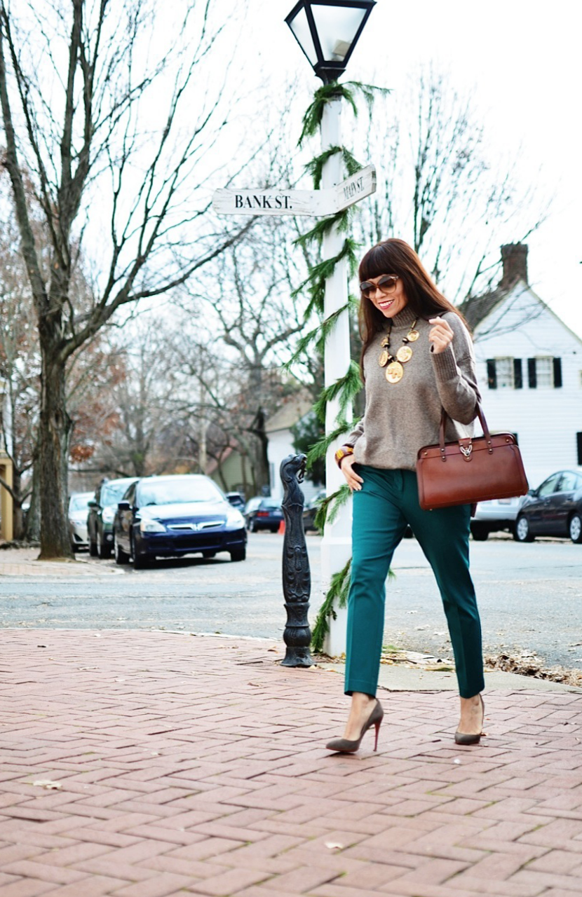 Outfit with taupe color