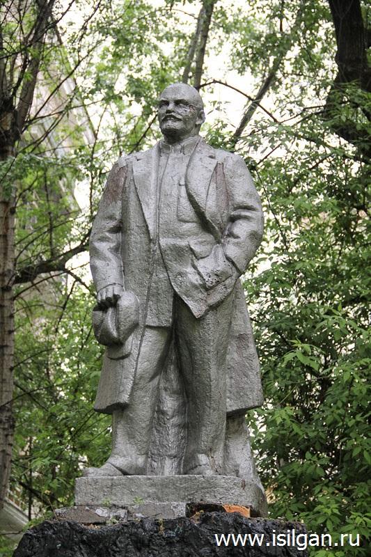 Pamjatnik-Leninu-s-golovoj-Stalina-Gorod-Moskva-Moskovskaja-oblast