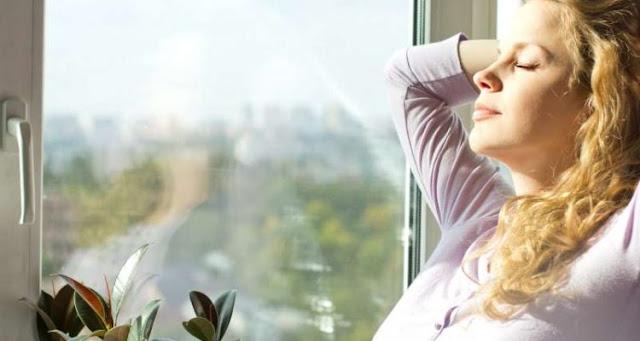 8 τρόποι για να βελτιώσετε την ποιότητα του αέρα στο σπίτι σας