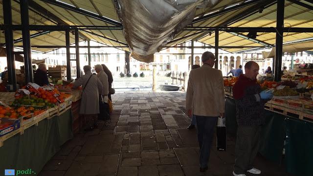 Venezia, mercato all'aperto