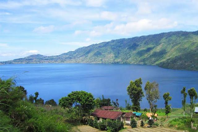 Inilah Danau Terdalam di Indonesia