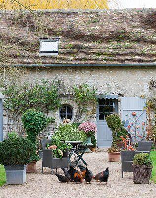 Gorgeous French Farmhouse courtyard on Hello Lovely Studio