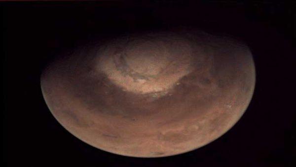 Hallan grandes reservas de hielo en Marte